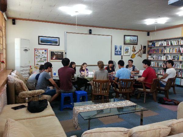 귀신축제를 기획하는 아시아공동체 청소년 대사들
