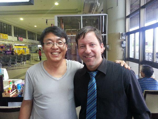 7월 14일(일) 태국 우본라차타니 공항에서 그레고리 선생님을 만나다.